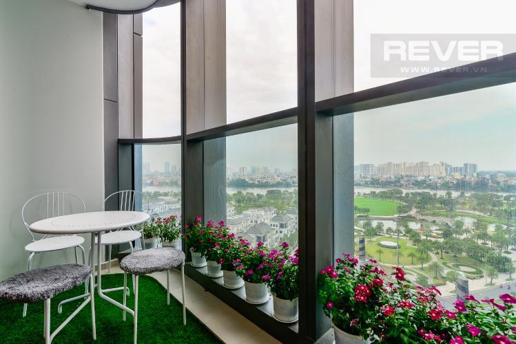 Balcony Cho thuê căn hộ Vinhomes Central Park tầng cao, 2PN với hệ thống nội thất tiện nghi, sang trọng