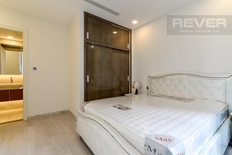 Phòng Ngủ 1 Căn hộ Vinhomes Golden River 2PN, đầy đủ nội thất, view hồ bơi và sông Sài Gòn