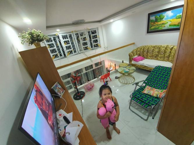 Phòng khách nhà phố Bình Thạnh Nhà phố Bình Thạnh diện tích đất 52.9m2, hướng Đông Bắc.
