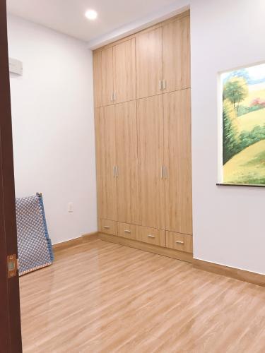 Phòng ngủ nhà phố Nhà phố trung tâm Tân Phú hướng Nam, hẻm xe ba gác.