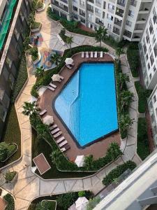 Cho thuê căn hộ Masteri Thảo Điền 2PN, tầng 18, tháp T5, đầy đủ nội thất, view Xa lộ Hà Nội và hồ bơi