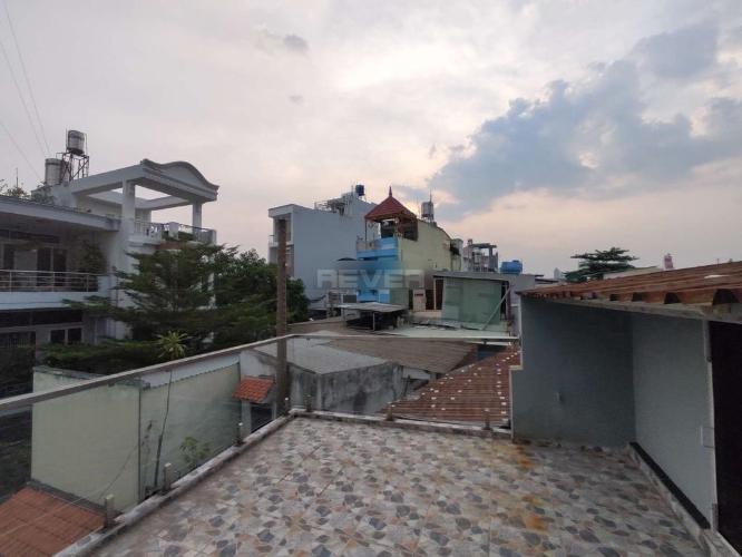 Sân thượng nhà phố Tân Phú Nhà phố diện tích sử dụng 125m2 hướng cửa Đông Nam, thiết kế kỹ lưỡng.