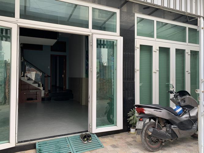 Nhà phố đường Nguyễn Tư Giản hướng Đông Nam, hẻm 5m thoáng rộng