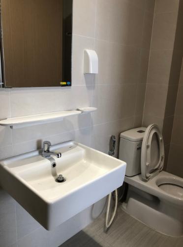 Toilet Jamila Khang Điền, Quận 9 Căn hộ Jamila Khang Điền tầng trung, view thành phố náo nhiệt.