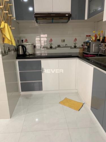 Phòng bếp nhà phố Quang Trung, Gò Vấp Nhà phố hướng Tây, diện tích 33.8m2, đầy đủ nội thất tiện nghi.