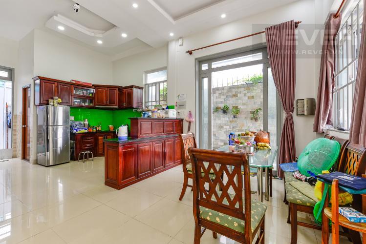 Bàn ăn Khu biệt thự Tấn Trường, phường Phú Thuận Quận 7