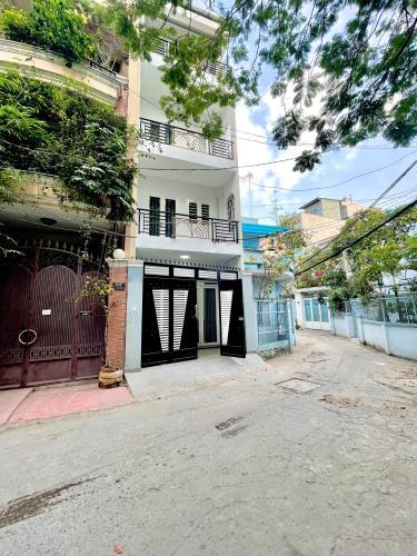 Nhà phố Bình Thạnh diện tích đất 4mx14.5m, cửa hướng Đông Nam.