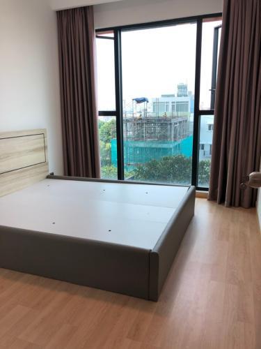 Phòng ngủ căn hộ Feliz En Vista Căn hộ Feliz En Vista đầy đủ nội thất, view thành phố và cây xanh.