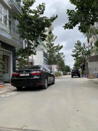 Hẻm nhà phố Nguyễn Duy Trinh, Quận 9 Nhà phố 2 mặt tiền hướng Bắc, hẻm xe hơi rộng rãi.