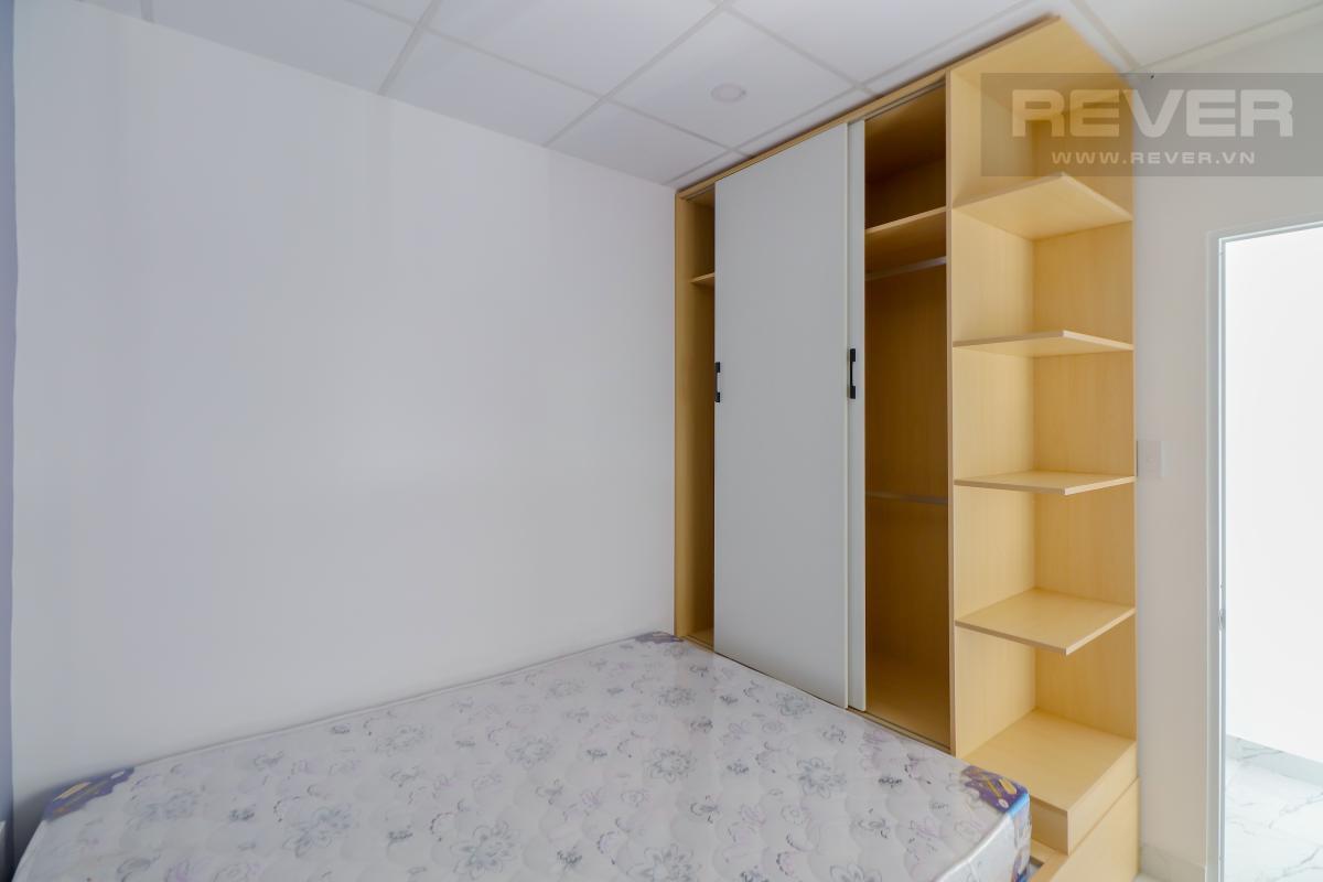 Phòng ngủ tầng 1 Bán nhà phố Quận 7, diện tích đất 51m2, đầy đủ nội thất, sổ hồng chính chủ, cách Vòng xoay Tân Thuận 300m