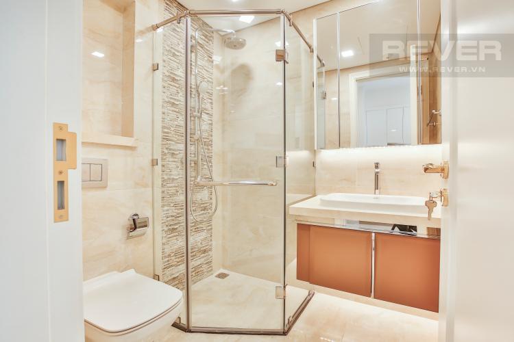 Toilet Officetel Vinhomes Golden River 1 phòng ngủ tầng thấp Aqua4 view sông