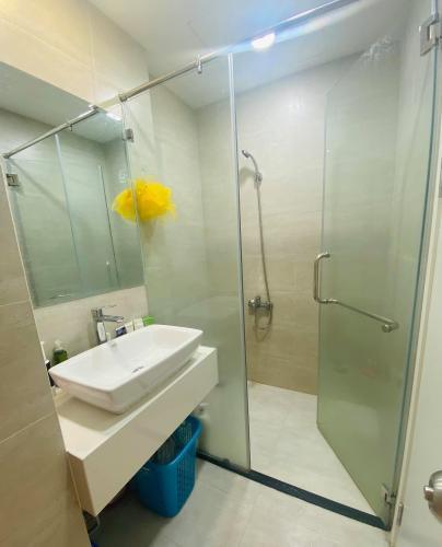 Phòng tắm Central Premium, Quận 8 Căn hộ Office-tel Central Premium tầng trung, đón view thành phố.