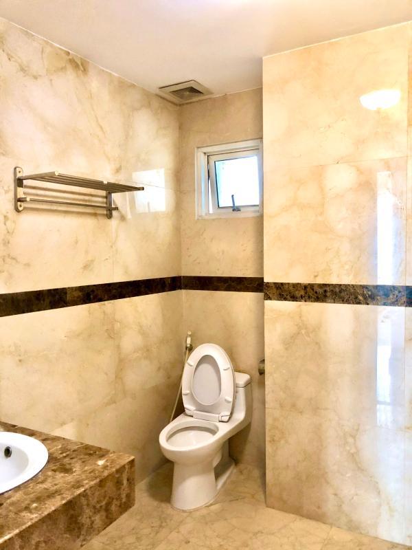 chung-cu-hoang-anh-gia-lai-3-ve-sinh-1 Bán hoặc cho thuê căn hộ duplex 5PN Hoàng Anh Gia Lai 3, tầng trung, diện tích 242m2, đầy đủ nội thất
