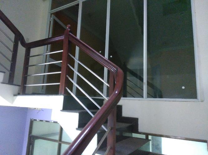 cầu thang Nhà phố hướng Đông Bắc, đường xe hơi rộng rãi, 160m2.