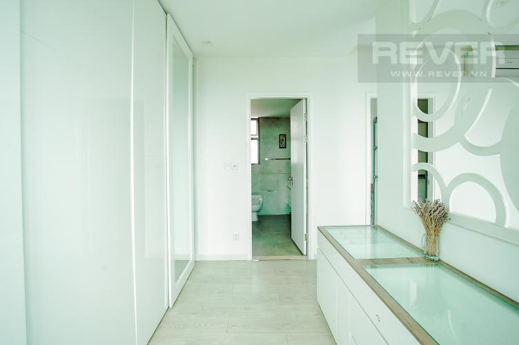 Phòng Thay Đồ Cho thuê căn hộ Riviera Point 2PN, tầng cao, đầy đủ nội thất, view sông thoáng mát