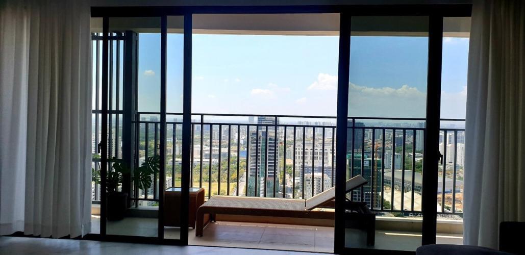 ban công căn hộ Riviera Point Căn hộ Riviera Point tầng 35, view thành phố thông thoáng.