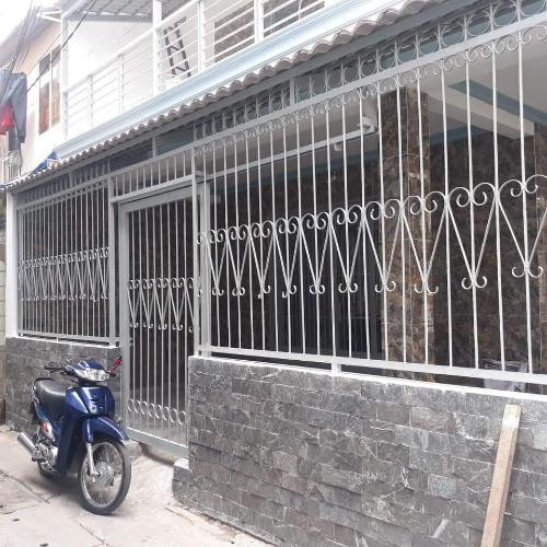 Bán nhà phố đường Nguyễn Duy Trinh, cách Vincome Center 200m.