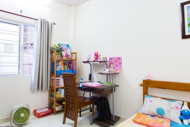 Góc bàn học ở phòng ngủ 2 Nhà 3 tầng hẻm Bùi Văn Thêm Quận Phú Nhuận