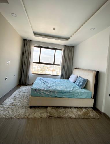 Phòng ngủ Kingston Residence, Phú Nhuận Căn hộ tầng trung Kingston Residence ban công hướng Tây.
