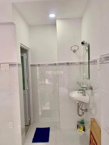 Phòng tắm nhà phố Cách Mạng Tháng 8, Quận 3 Nhà phố hẻm trung tâm quận 3, hướng Nam, hẻm ba gác rộng rãi.