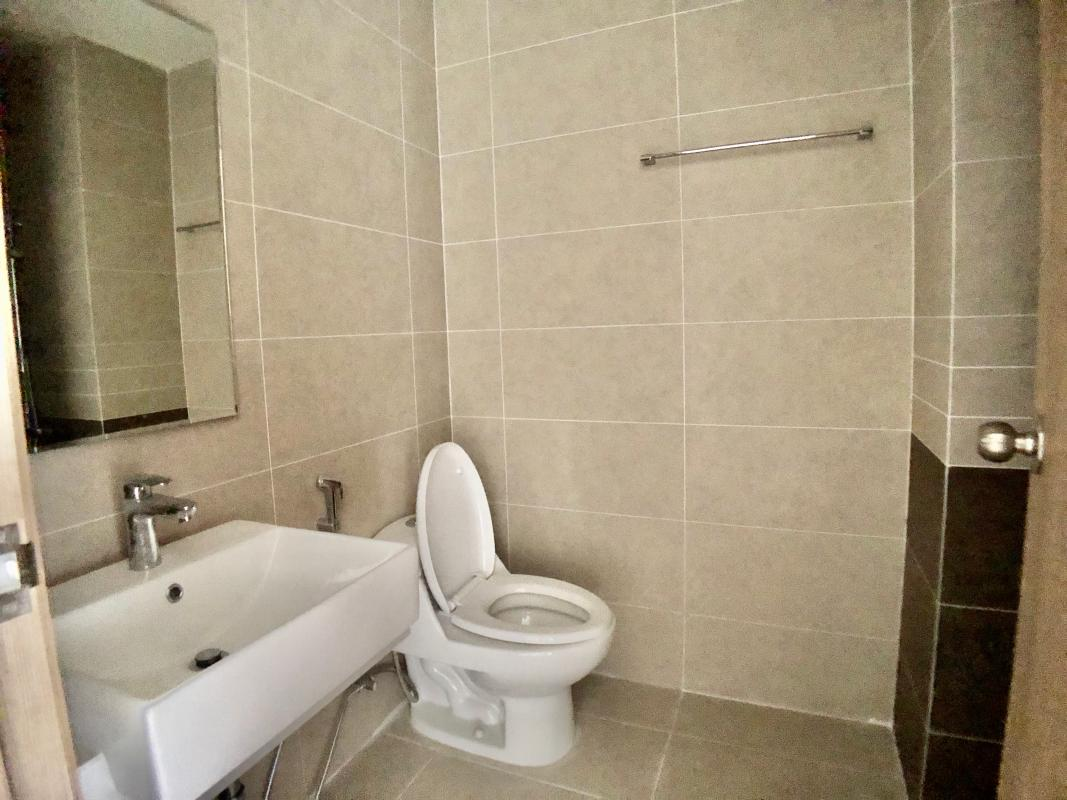 WC Bán căn hộ The Sun Avenue 1PN + 1, diện tích 56m2, không nội thất, view trực diện sông
