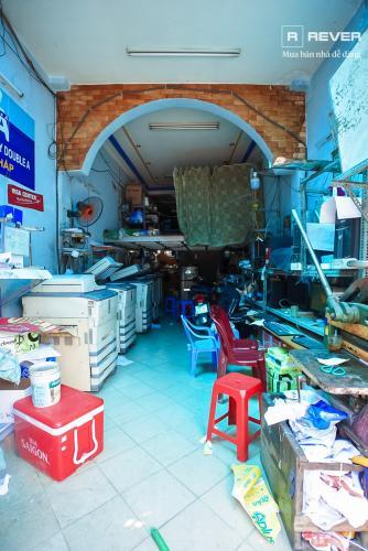 Bên trong nhà phố Phú Nhuận Bán nhà mặt tiền đường Phan Đăng Lưu, Phú Nhuận, hướng Đông Bắc, cách công viên Phú Nhuận 70m