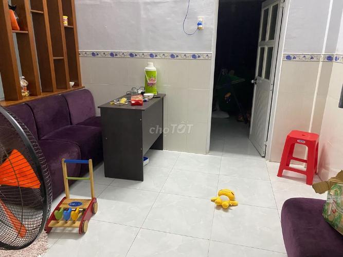 Phòng khách nhà phố đường Số 20, Thủ Đức Nhà phố Thử Đức hướng Nam diện tích đất 60m2, nội thất đầy đủ.