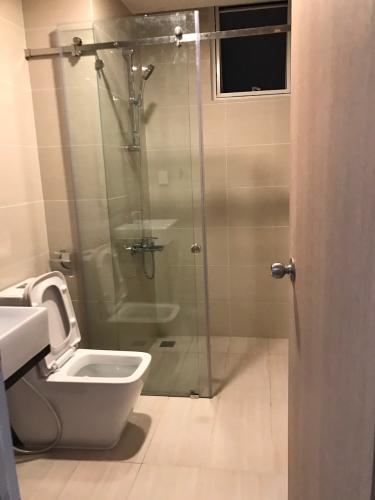 Phòng tắm căn hộ Golden Mansion Că hộ Golden Mansion hướng cửa Tây Nam, view nội khu yên tĩnh.