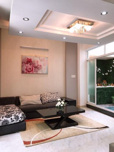 Nhà hẻm Phan Xích Long nội thất cơ bản, diện tích sàn 140.3m2.