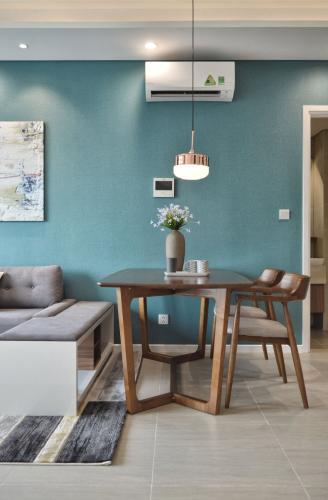 Phòng ăn căn hộ DIAMOND ISLAND - ĐẢO KIM CƯƠNG Căn hộ Diamond Island - Đảo Kim Cương 2PN, diện tích 72m2, đầy đủ nội thất, view thoáng