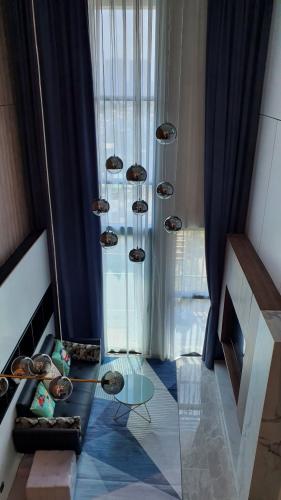 Phòng khách căn hộ Feliz En Vista Bán căn hộ thông tầng Feliz En Vista đầy đủ nội thất sang trọng.
