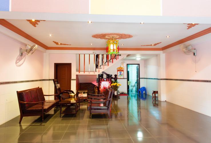 Phòng khách tầm nhìn hướng Tây Nhà phố Nguyễn Văn Dung 4 tầng kiên cố