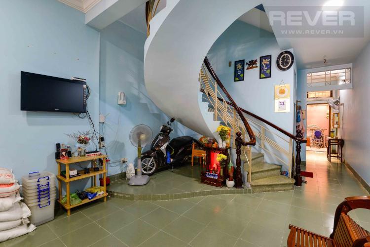 Phòng Khách Tầng Trệt Cho thuê nhà đường Quốc Hương, 2 lầu 4PN 3WC, hướng Đông Bắc, đầy đủ nội thất
