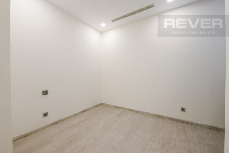 Phòng ngủ 2 Bán căn hộ Vinhomes Golden River tầng cao, 2PN view sông, nội thất cơ bản