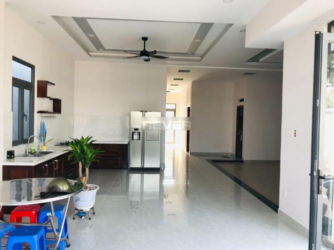 Phòng bếp biệt thự Quận 9 Biệt thự hướng Bắc diện tích 5mx20m, nằm trong hẻm nội bộ 5m.