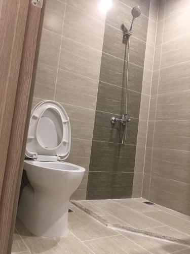 Toilet Vinhomes Grand Park Quận 9 Căn hộ Studio Vinhomes Grand Park ban công hướng Tây view nội khu.