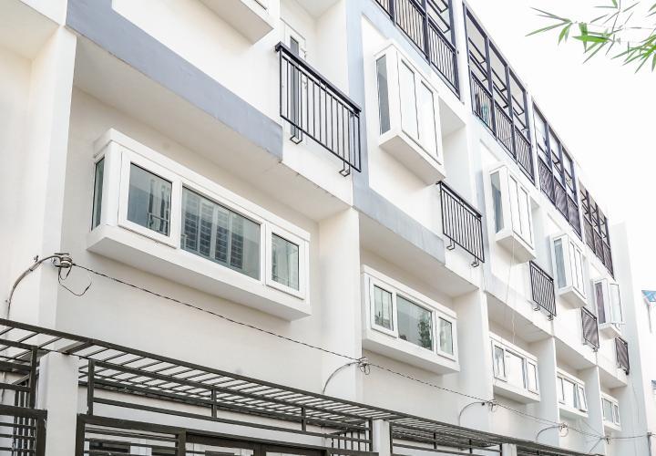 Cho thuê nhà 42m2, 2 lầu, 3 PN 3WC nằm trong khu dân cư đông đúc huyện Nhà Bè