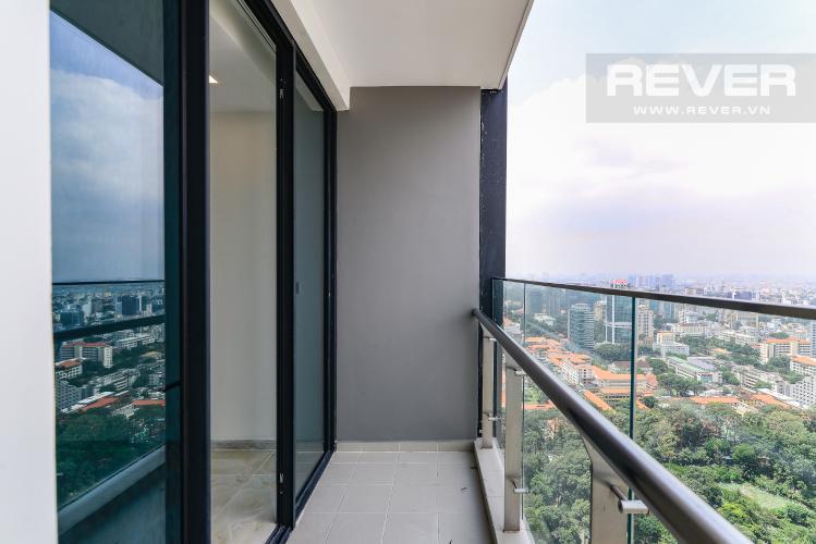 Balcony Cho thuê căn hộ tầng cao Vinhomes Golden River, 3PN, view sông Sài Gòn