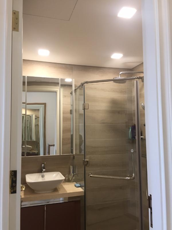 5 Cho thuê căn hộ Vinhomes Golden River 2PN, tầng thấp, đầy đủ nội thất, view Landmark 81