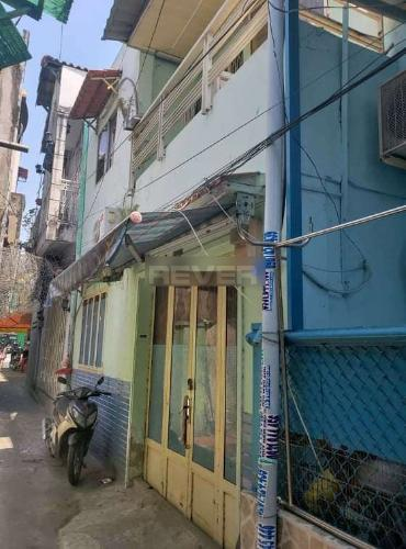 Bán nhà phố không nội thất, liền kề chợ Tân Quy Quận 7