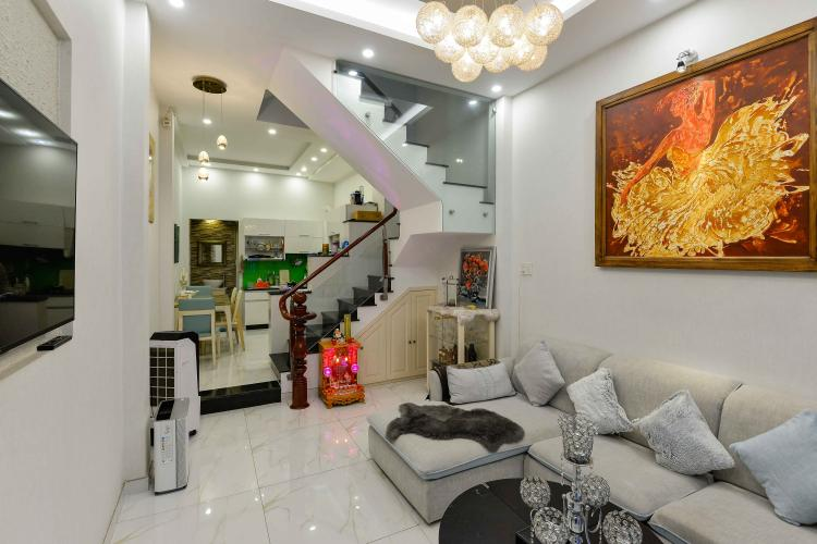 Bán nhà phố 4 tầng hẻm Nguyễn Thần Hiến Quận 4, diện tích đất 44m2, đầy đủ nội thất