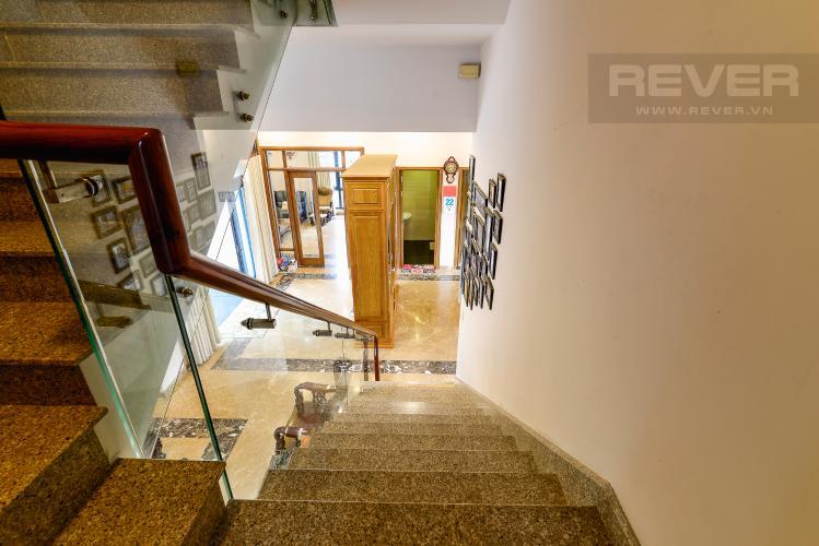 Gốc Cầu Thang Bán biệt thự Thạnh Xuân Quận 12, diện tích lớn, đầy đủ nội thất