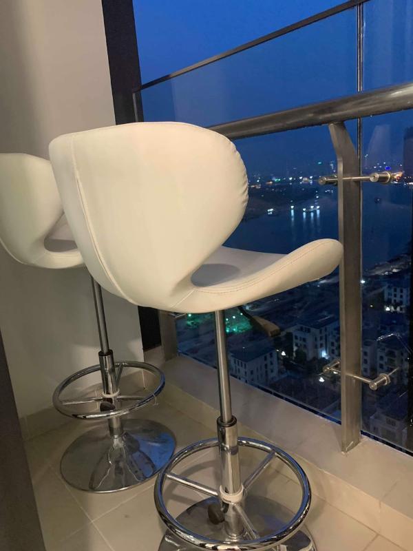 Lô gia Bán hoặc cho thuê căn hộ Vinhomes Golden River 2PN, tháp The Aqua 2, diện tích 68m2, đầy đủ nội thất cao cấp, view Bitexco