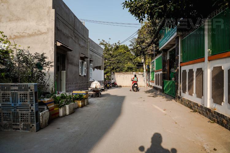 Lối Đi Cho thuê nhà 42m2, 2 lầu, 3 PN 3WC nằm trong khu dân cư đông đúc huyện Nhà Bè