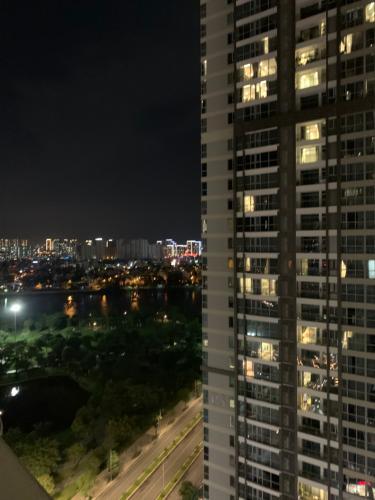 view hướng cửa sổ Căn hộ Căn hộ Vinhomes Central Park, 3 phòng ngủ đầy đủ nội thất.