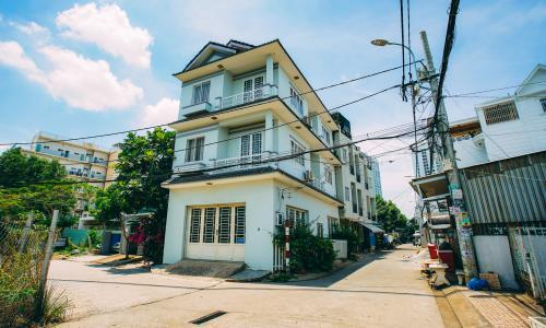 Bán nhà phố tại Nhà Bè, 2 tầng, 4PN, 4WC, sổ hồng chính chủ