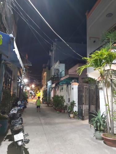 Hẻm nhà phố đường Huỳnh Tấn Phát, Quận 7 Nhà phố hướng Tây Bắc diện tích 4mx16m, hẻm xe hơi.