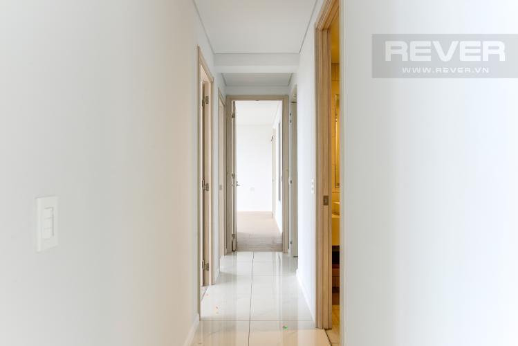 Hành Lang Cho thuê căn hộ Waterina Suites 3PN, tầng trung, nội thất cơ bản, view sông và Landmark 81
