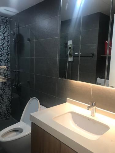 Phòng tắm Căn hộ Vinhomes Central Park thiết kế hiện đại cùng nội thất cơ bản.