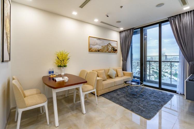 Cho thuê căn hộ Vinhomes Golden River tầng cao, nội thất đầy đủ, view thành phố.